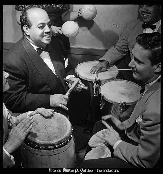 Норо Моралес и сотоварищи играют румбу в El Morocco (1935)