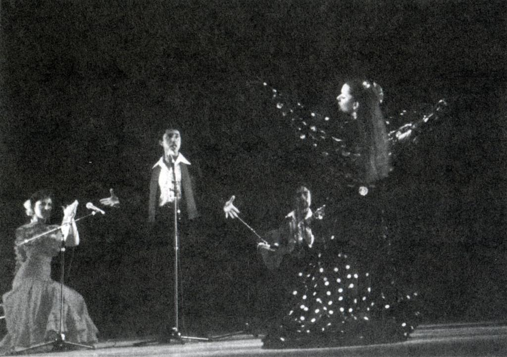 Танцор фламенко и музыканты. Слева направо: автор книги, Roberto Zamora, Miguel Ruiz и Monique Fournier, фестиваль этнической музыки в Сан-Франциско, 1986. Из коллекции Monique Fournier