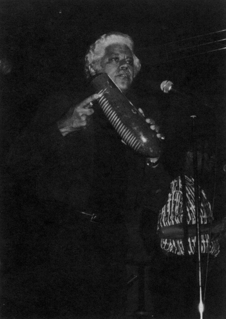 Johny Pacheco с гуиро. Коллекция Hector Rivera