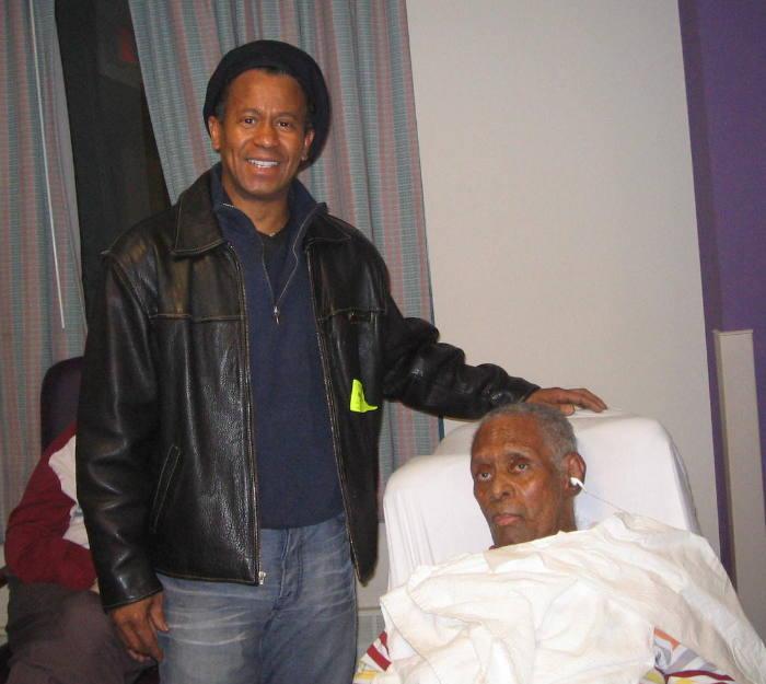 Тито Сандовал, знаменитый румберо, посещает Эль Йанеро в доме престарелых в Бронксе. Маэстро слушает румбу с iPod