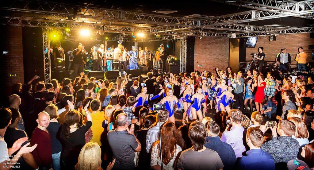 Колибри на концерте Элито Реве в Петербурге 2015
