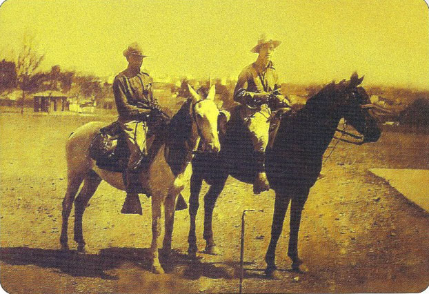 Дон Аспиасу (справа)в военной школе. 1915 год.